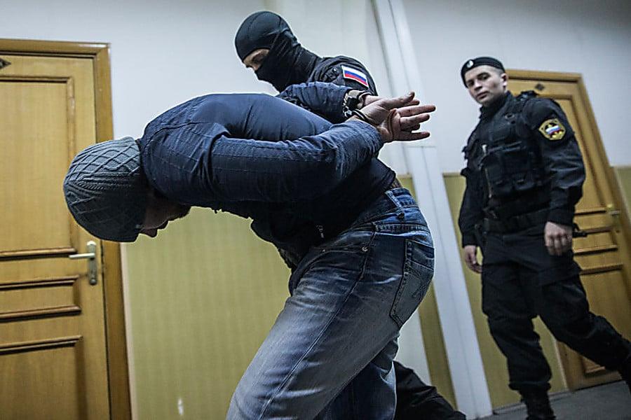 Арест сотрудника полиции